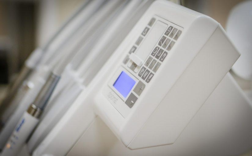 Nowoczesna technologia stosowana w salonach stomatologii estetycznej być może sprawić, że odbierzemy śliczny uśmiech.
